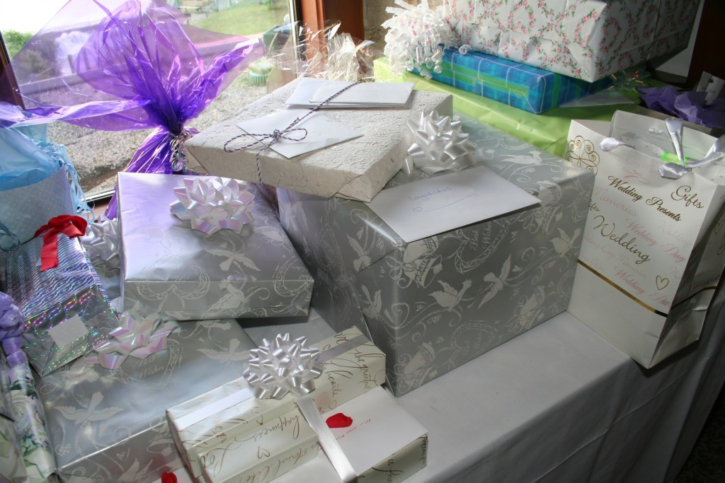 Decorating Your Wedding Gift Table