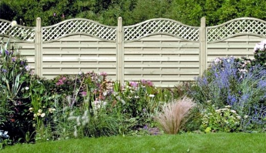 plastic-fence-panels-alternative-to-wooden-fence-garden-decorating-ideas